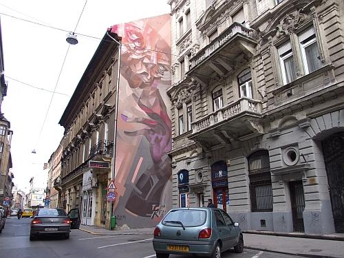 VII.kerület, vigalmi negyed Akácfa u Wesselényi utcánál, 55m2, galériás, utcai, felújított, berendezett, kirakatos, új üzlethelyiség kiadò