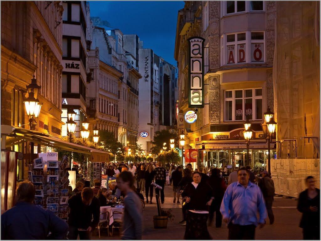 V.ker.belváros szívében, Váci utcánál, 65m2,utcai,kirakatos,üzlet kiadò