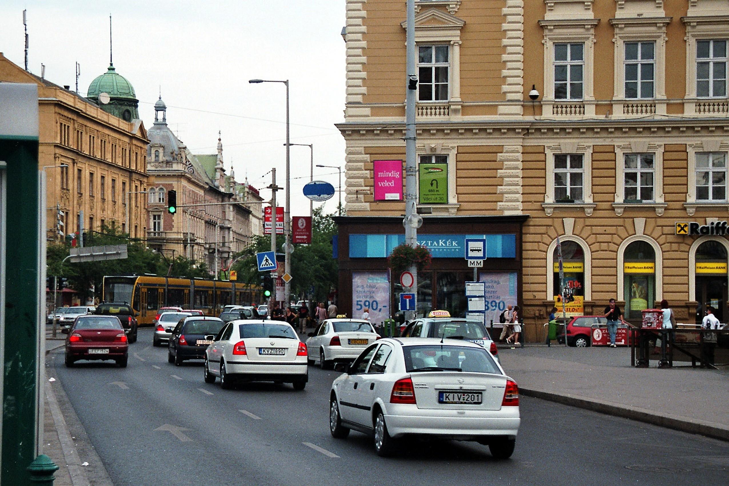 VI.ker. belváros, Teréz krt. 130m2, utcai,kirakatos üzlet kiadó