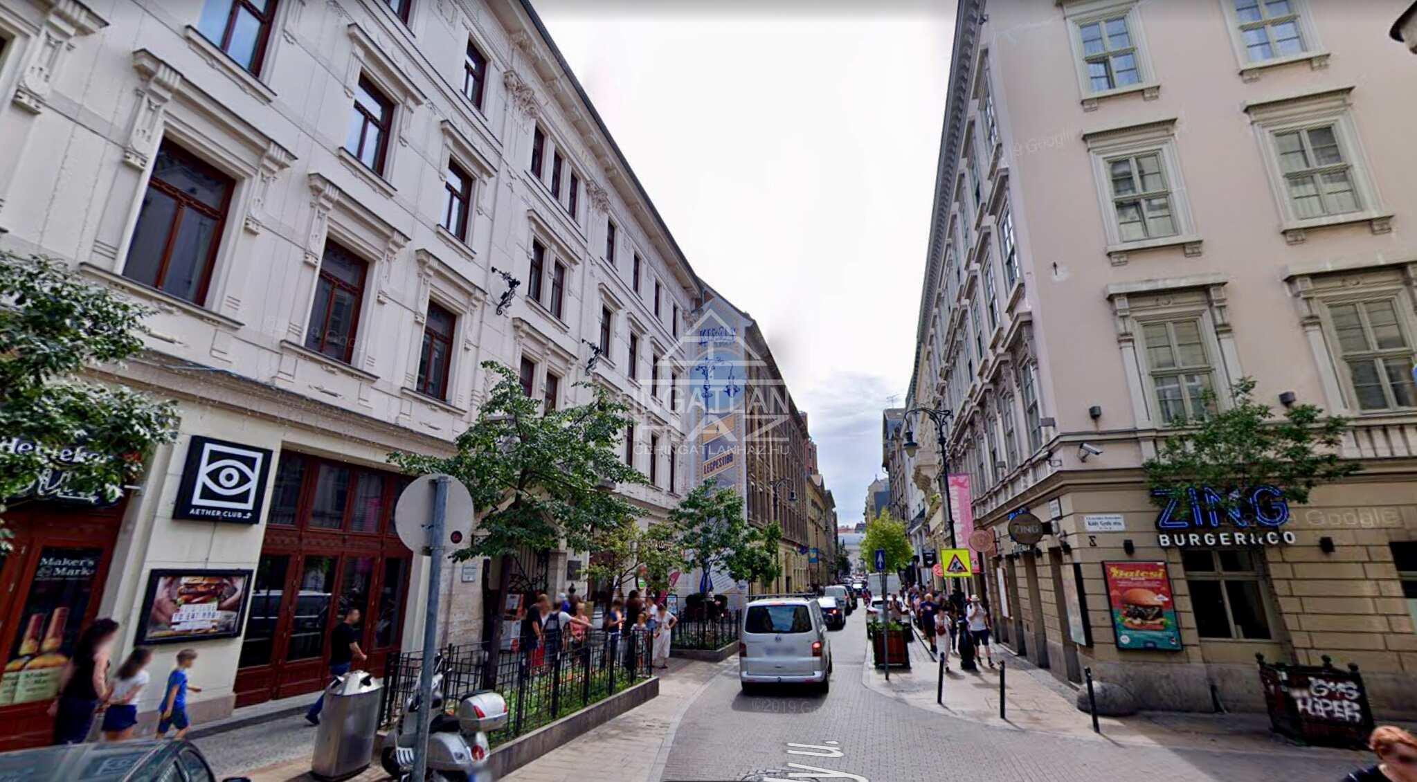 VII. Kerület, belváros szívében, Deák térhez közel, Király  u. 60 m2, 2 szobás,  amerikai konyhás lakás kiadó