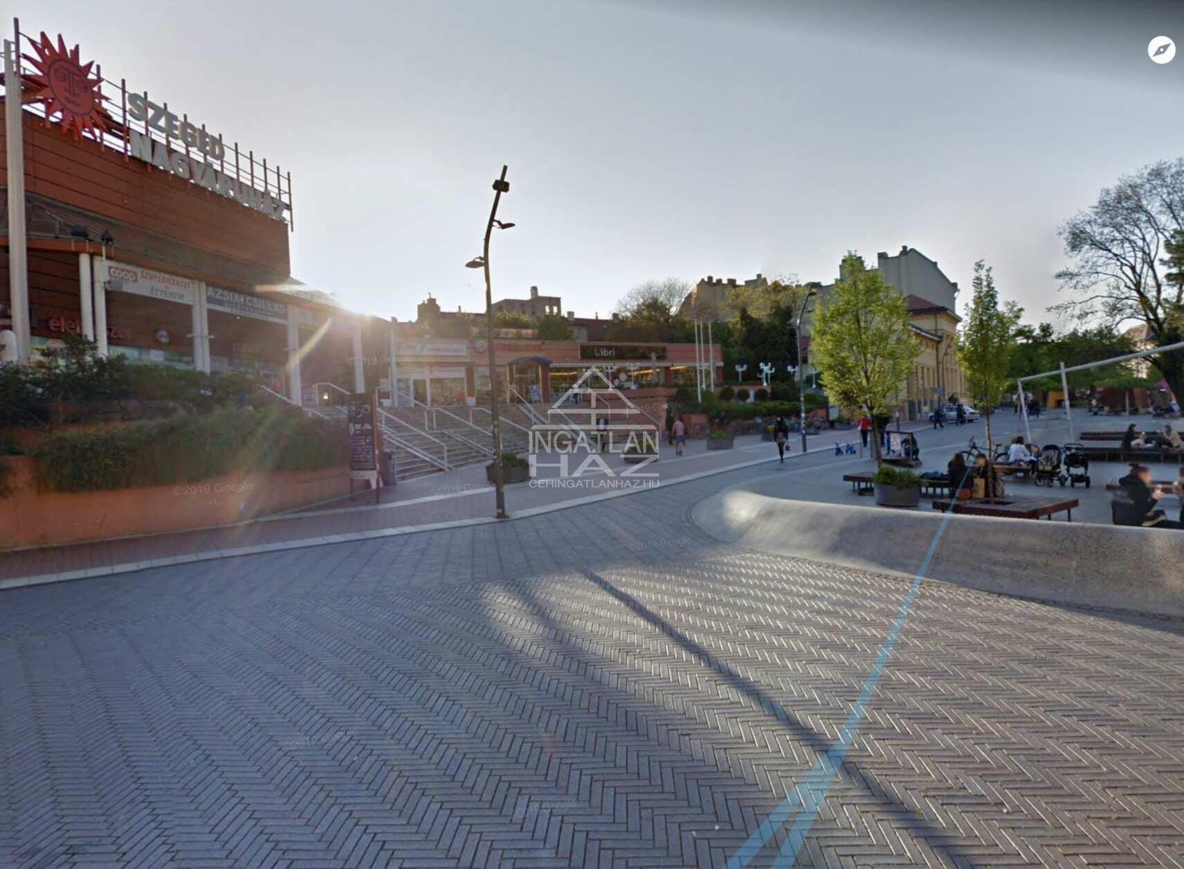 Szeged Belváros, Dugonics térnél,60m2,Utcai,Kirakatos Üzlet Kiadò