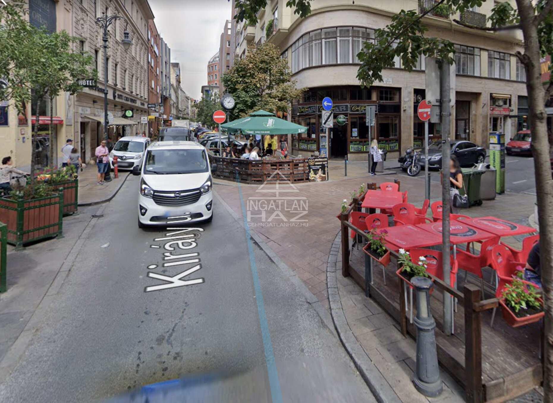 VII.kerület, vigalminegyed, Király u Deák térhez közel, 60m2, utcai, kirakatos, ,galériás üzlethelyiség kiadò
