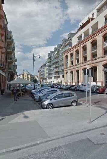 III.ker.. Lajos u. 55m2 , utcai, kirakatos, melegkonyhás, berendezett üzlethelyiség kiadò