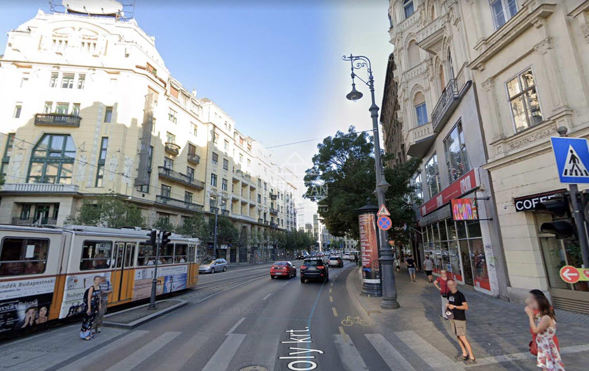 V.ker. Belváros szívében, Károly krt. 200m2, utcai, kirakatos, felújított  üzlethelyiség kiadò