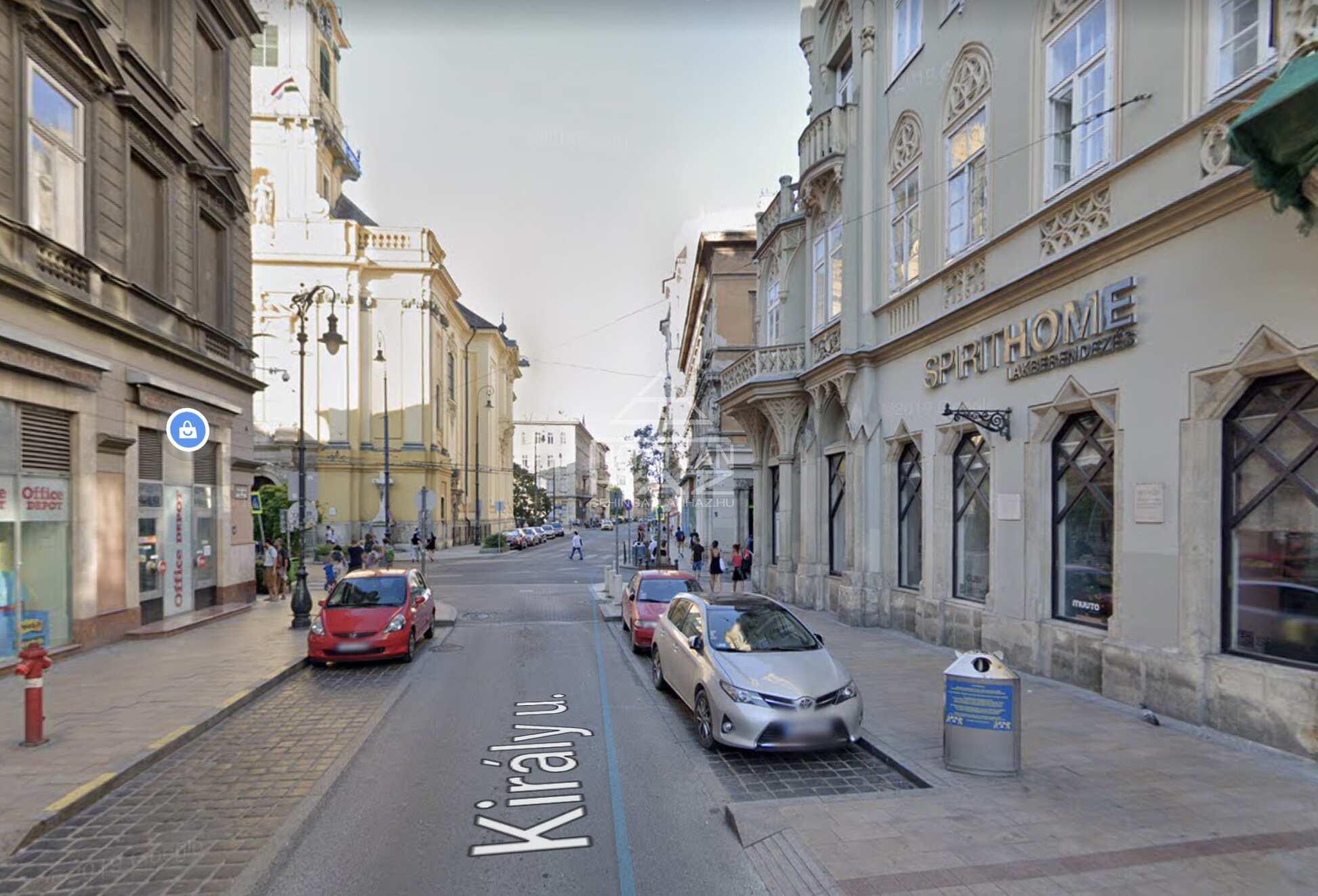 VII.kerület, vigalmi negyed Király u 50 m2, , utcai, felújított, berendezett ,kirakatos,, galériás üzlethelyiség kiadò