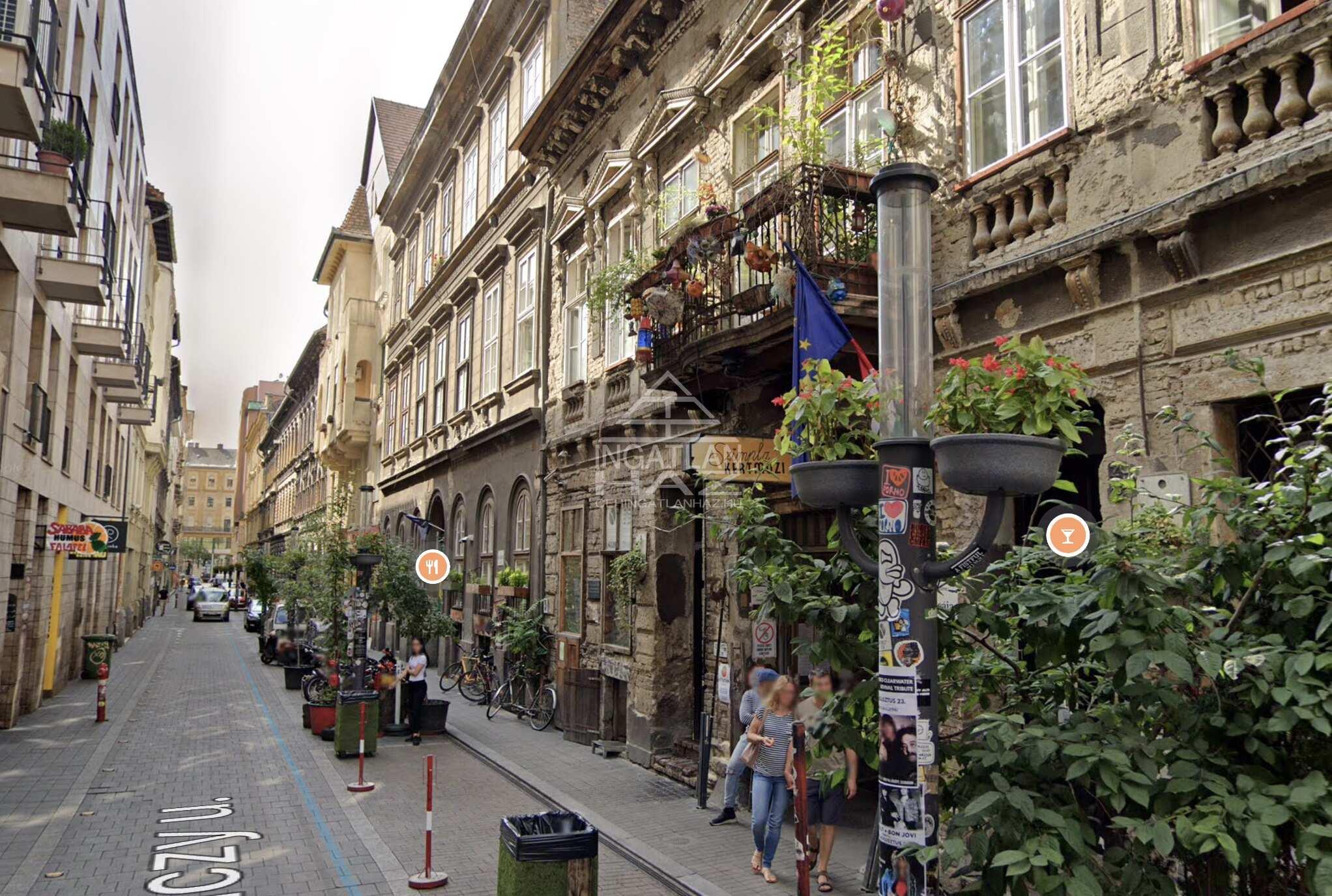 VII.ker, Belváros bulinegyed, Szimpla kertnél, Kazinczy u, 95m2,utcai, üzlethelyiség, kiadò.