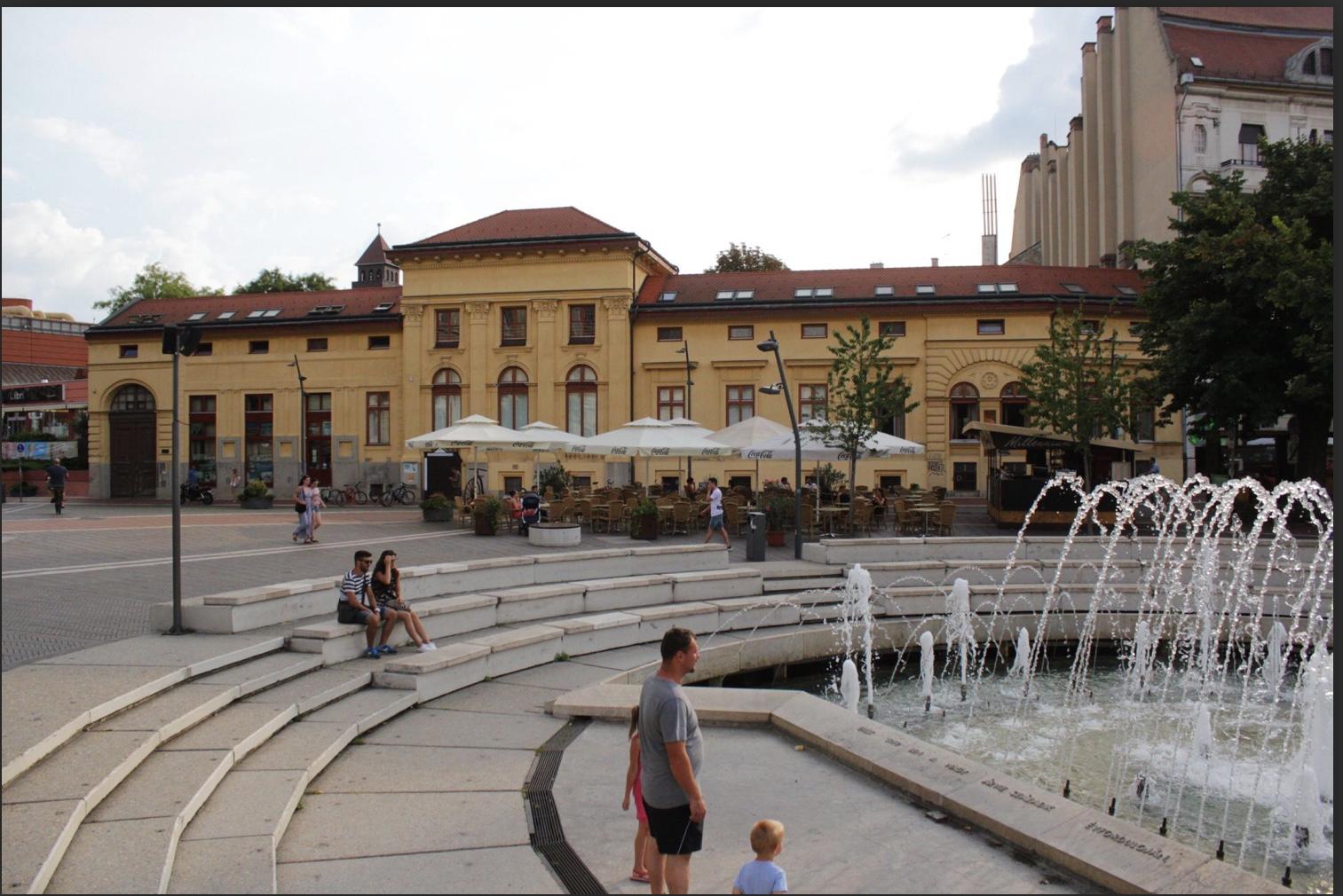 Szeged Belváros, Dugonics Tér, Kárász Utcánál, 480m2 ,Utcai, Melegkonyhás,Kirakatos Üzlet Kiadò