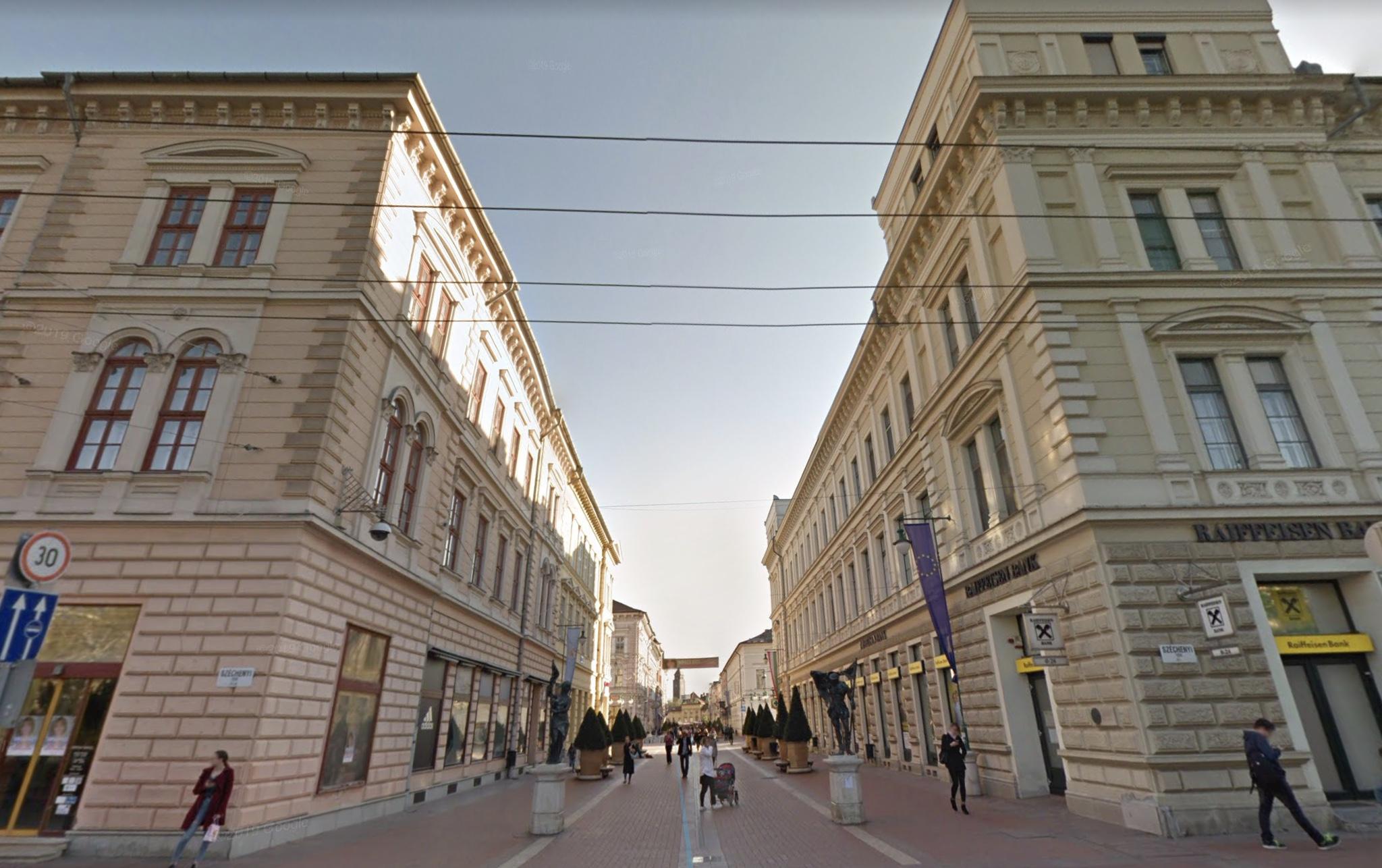 Szeged Belváros szívében , Kárász Utca, 101 m2,Utcai,Kirakatos Üzlet Kiadò