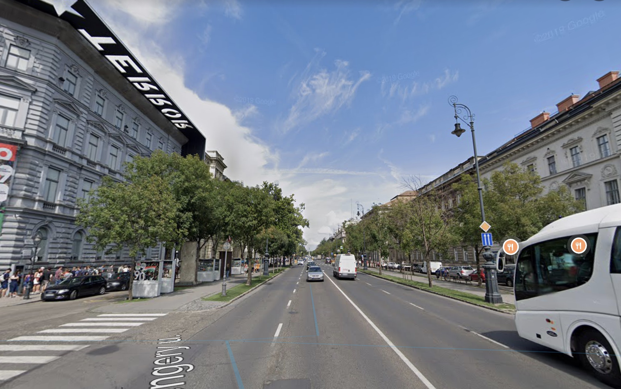 VI.ker Belváros, Andrássy út, 100-600m2, sarki,Kirakatos,Üzlet Kiadò