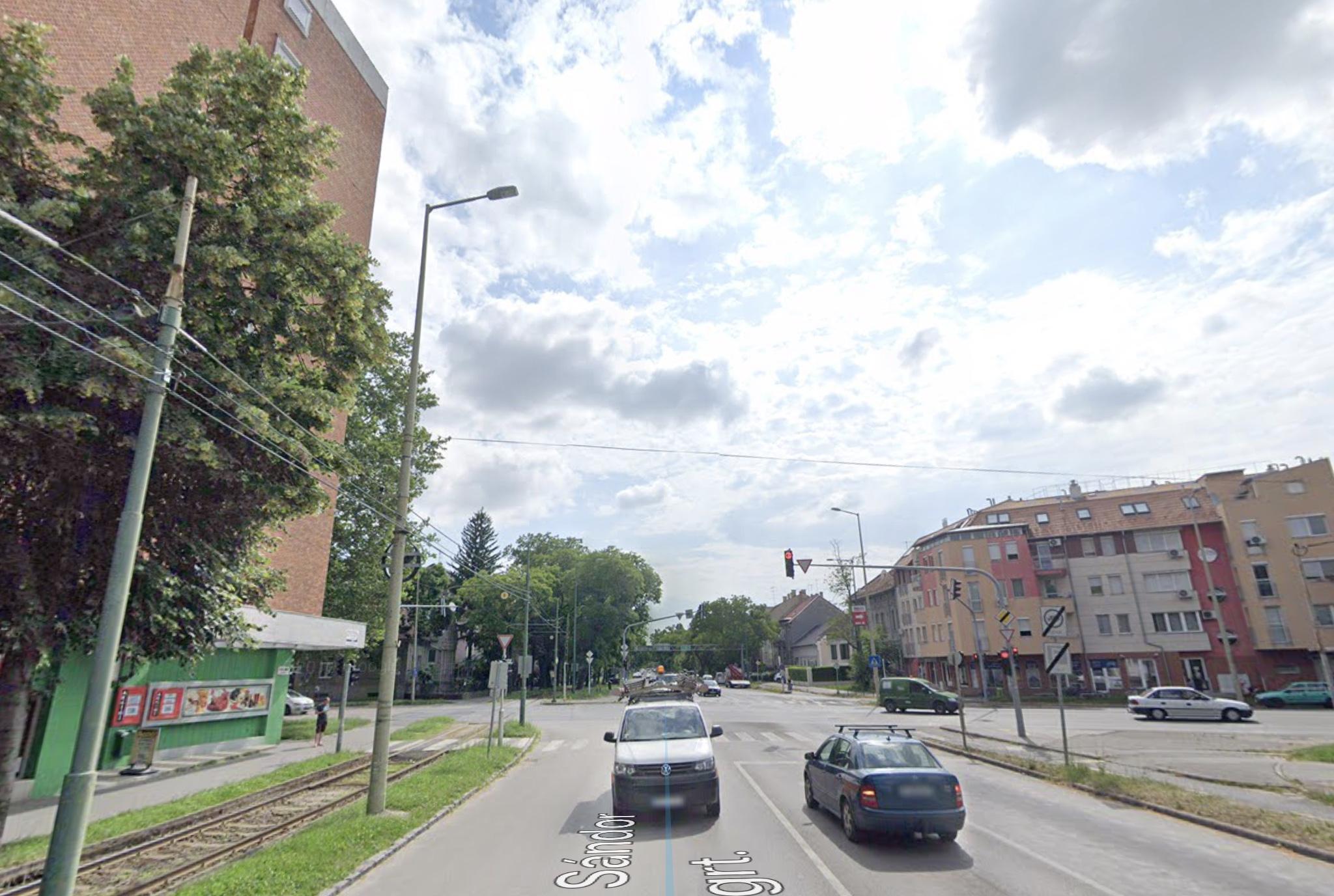 Szeged,, belváros, Petőfi S. sgt. 90m2, utcai, kirakatos, melegkonyhás ,önállò épület eladò