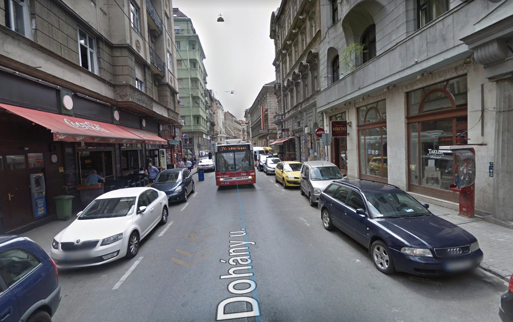 VII.ker, VigalmiNegyed, Dohány u. Akácfa utcánál, 150m2,, utcai, Kiadó