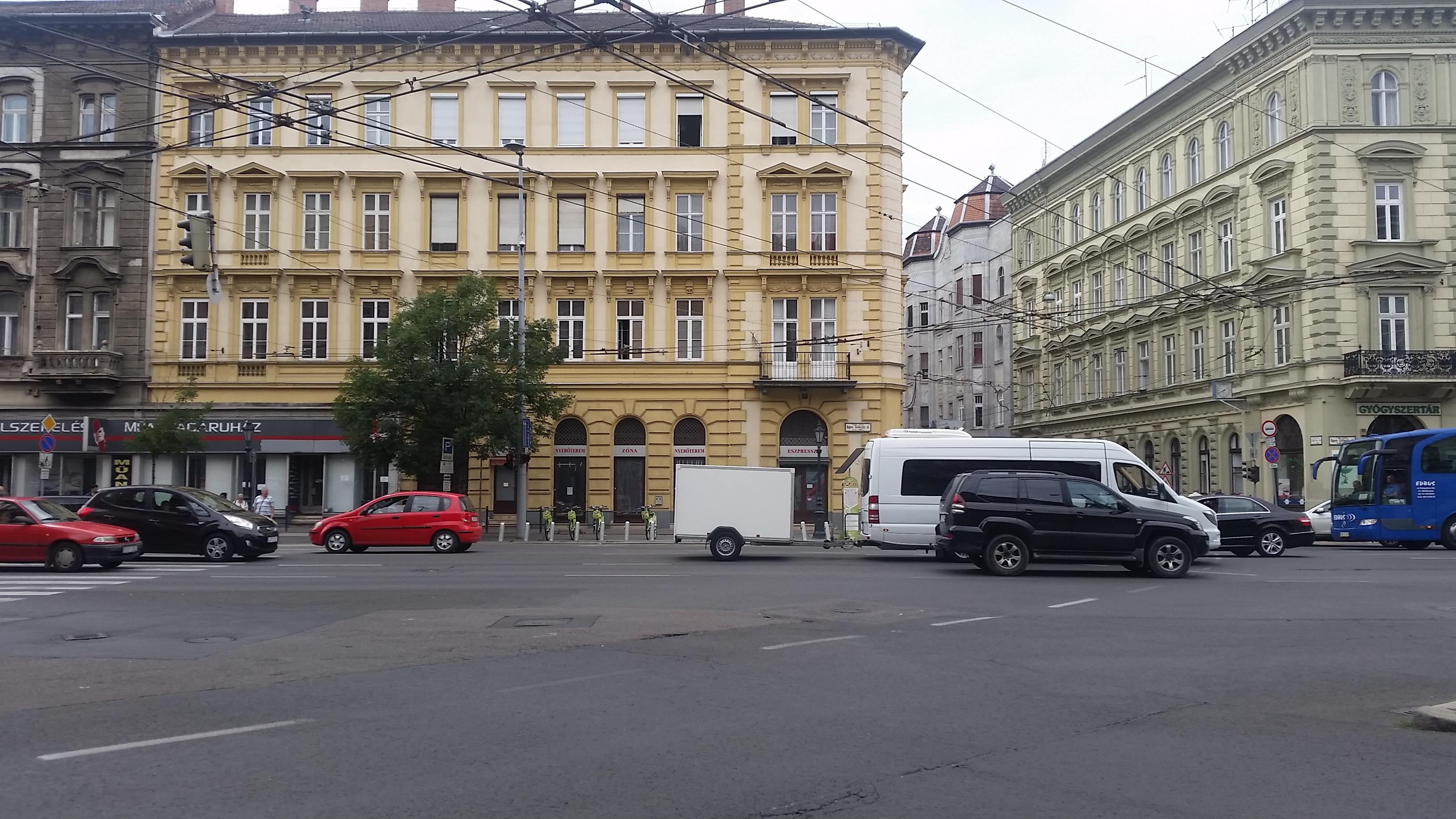 V,ker, belváros szívében, Bajcsy-Zsilinszky ùt, 150m2, utcai, galériás,üzlet kiadò