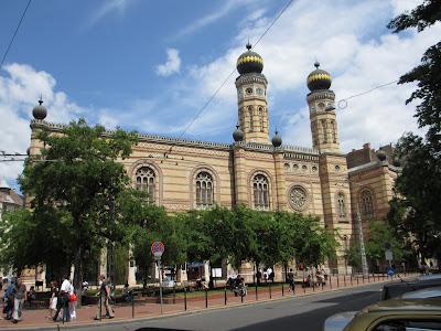 VII.kerület, vigalmi negyed, Wesselényi u. zsinagógánál,  450m2, , utcai, kirakatos,  galériás,  üzlethelyiség eladò