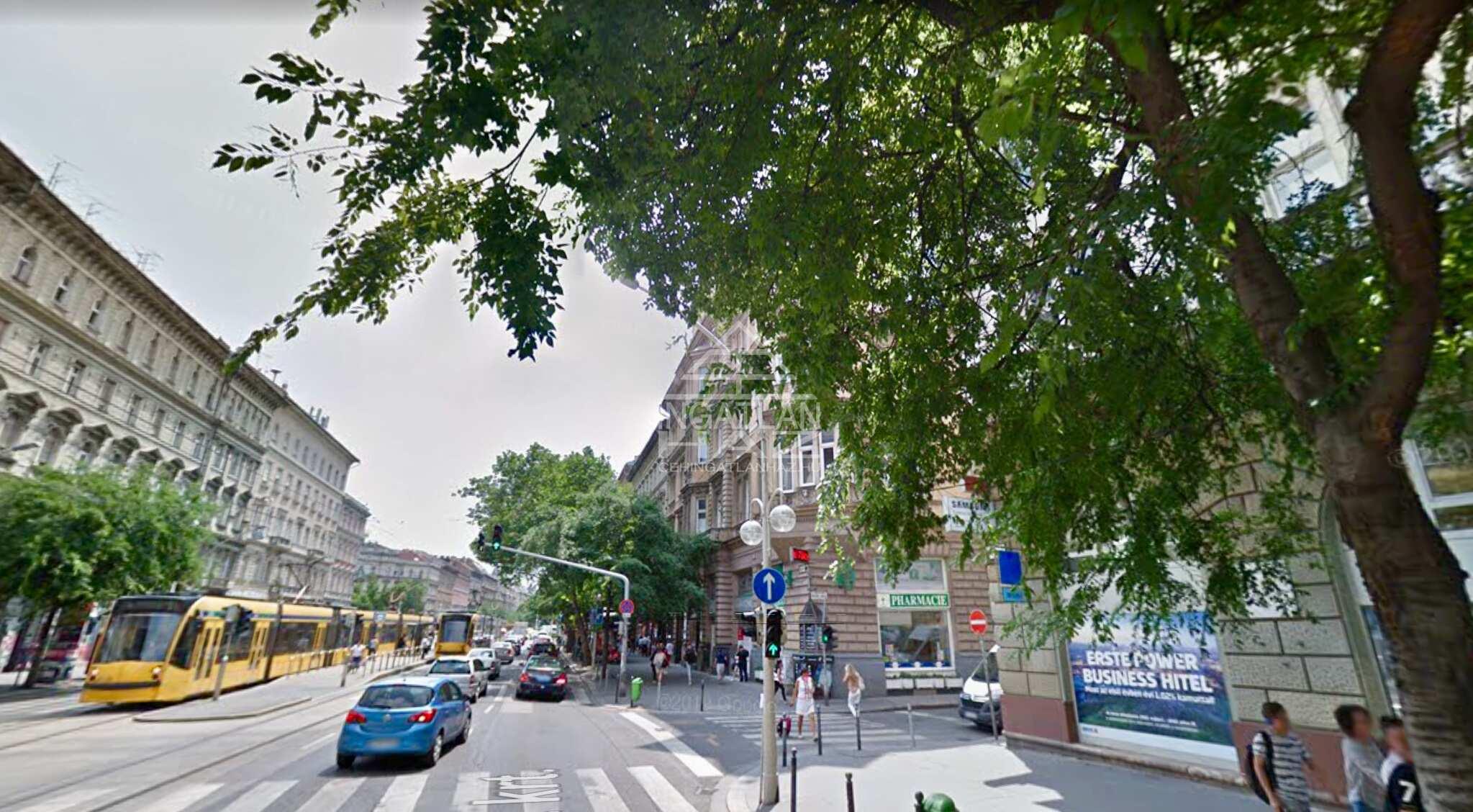 VI.kerület, Belváros,Oktogonnál,1.000 m2, utcai,Melegkonyhás,Kirakatos Üzlet Eladò