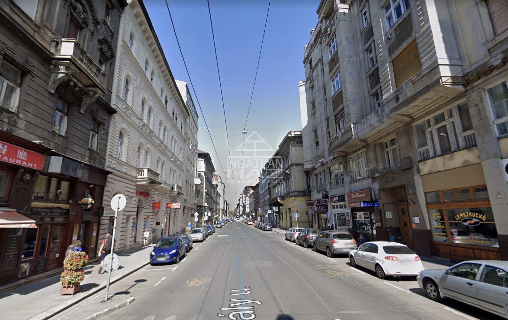 VI.ker, belváros, Király utca 90m2, ,utcai,kirakatos, ,galériás, üzlethelyiség kiadó