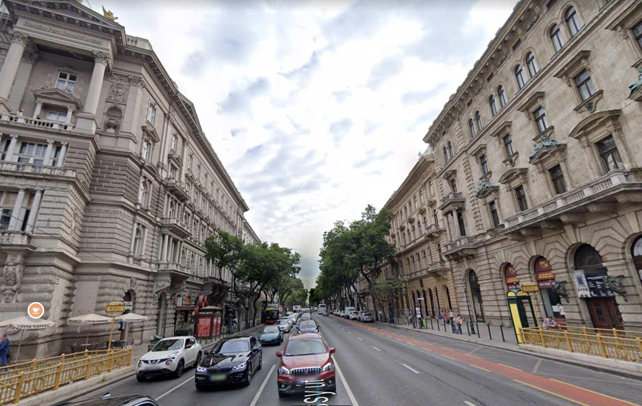 VI.kerület, belváros szívében, Andrássy út, Deák térhez közel, 105m2, utcai, üzlethelyiség kiadò
