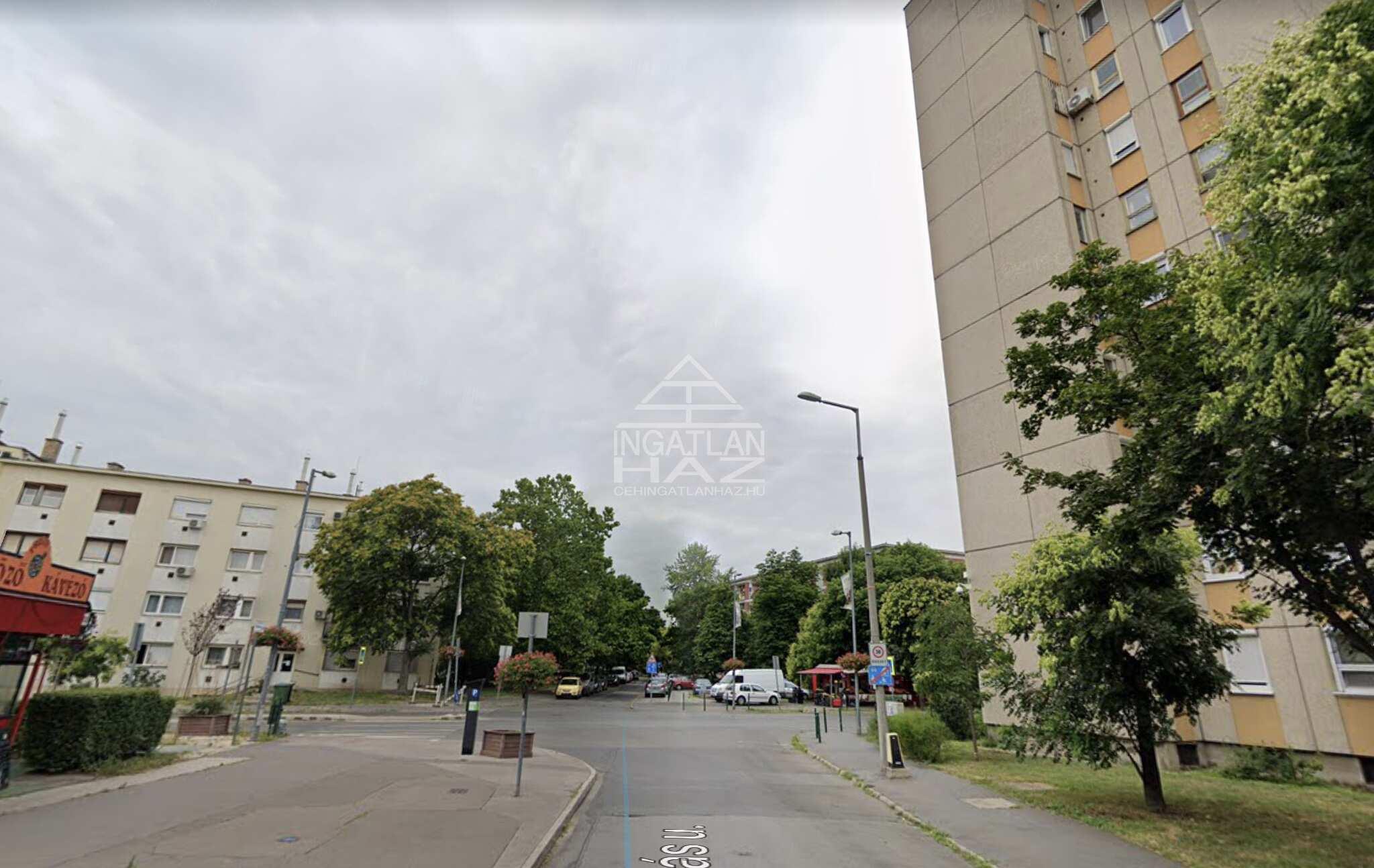 IX.ker. Üllői útnál,  Ifjúmunkás u. 900m2, Utcai,Kirakatos , önálló épület saját parkolóval Eladó