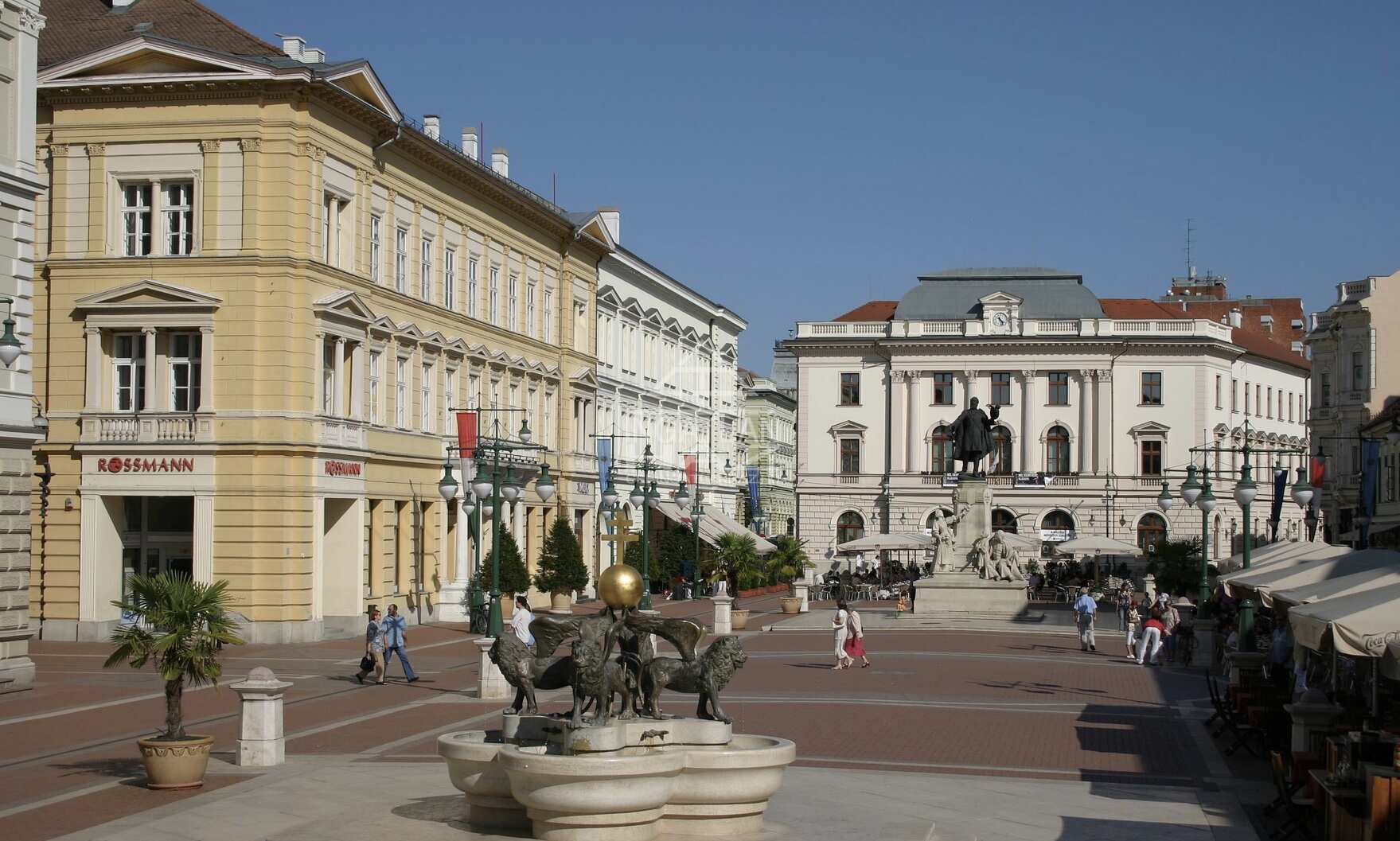 Szeged Belváros Szívében, Kárász utcánál,40m2, Utcai,Kirakatos Üzlethelyiség Kiadó
