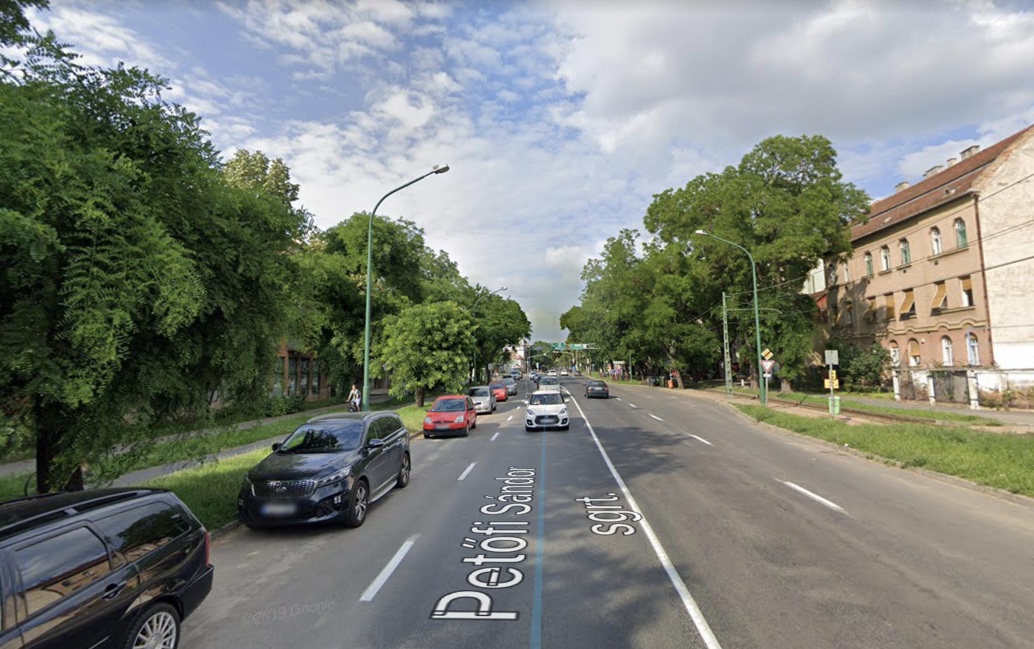 Szeged, Belváros, Petőfi S.sgt. 90m2, Utcai ,Melegkonyhás,Önálló Épület Kiadò