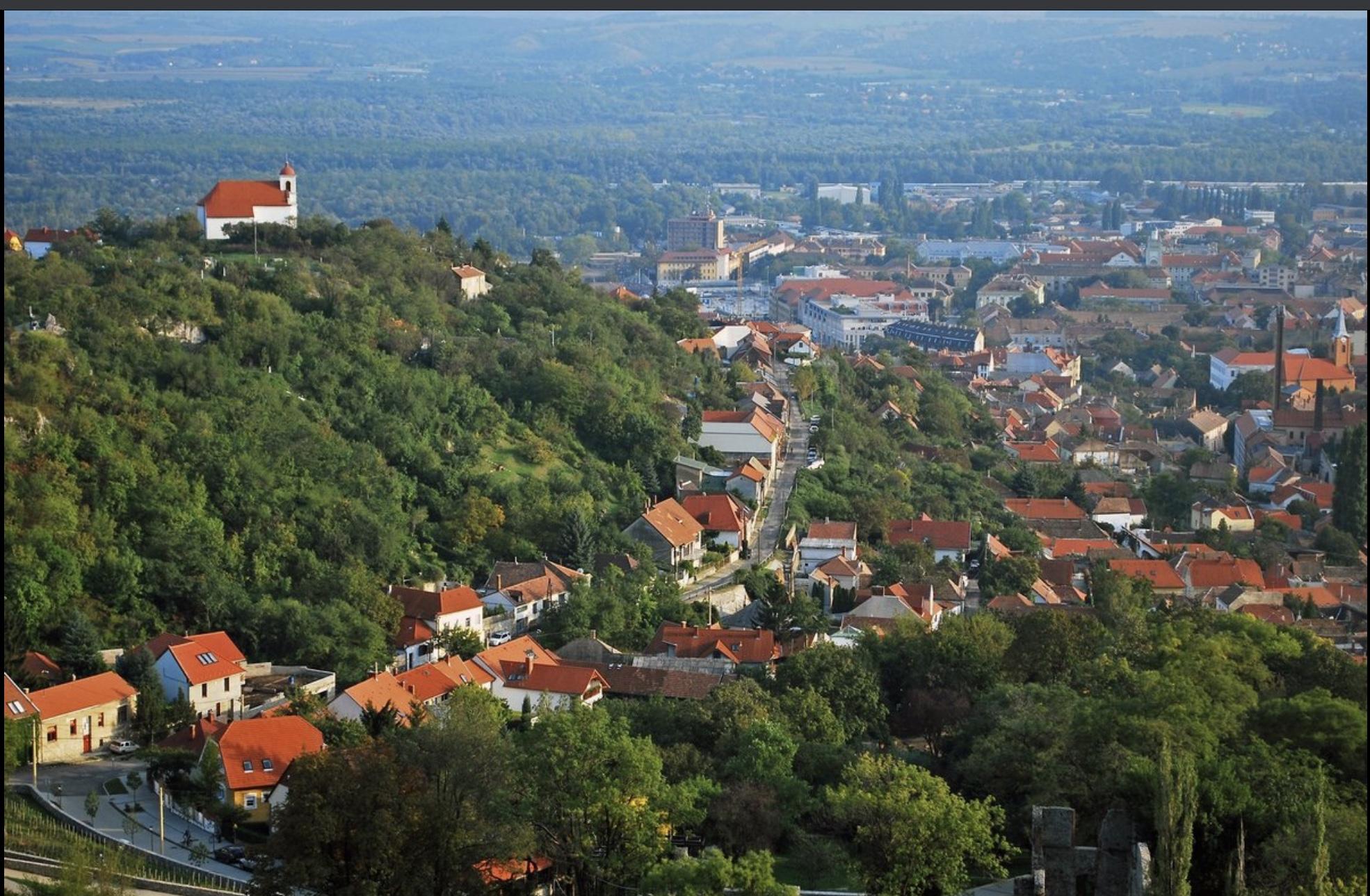 Pécs, Postavölgynél, M60-nál, 1.500m2,Önálló Épület Eladó