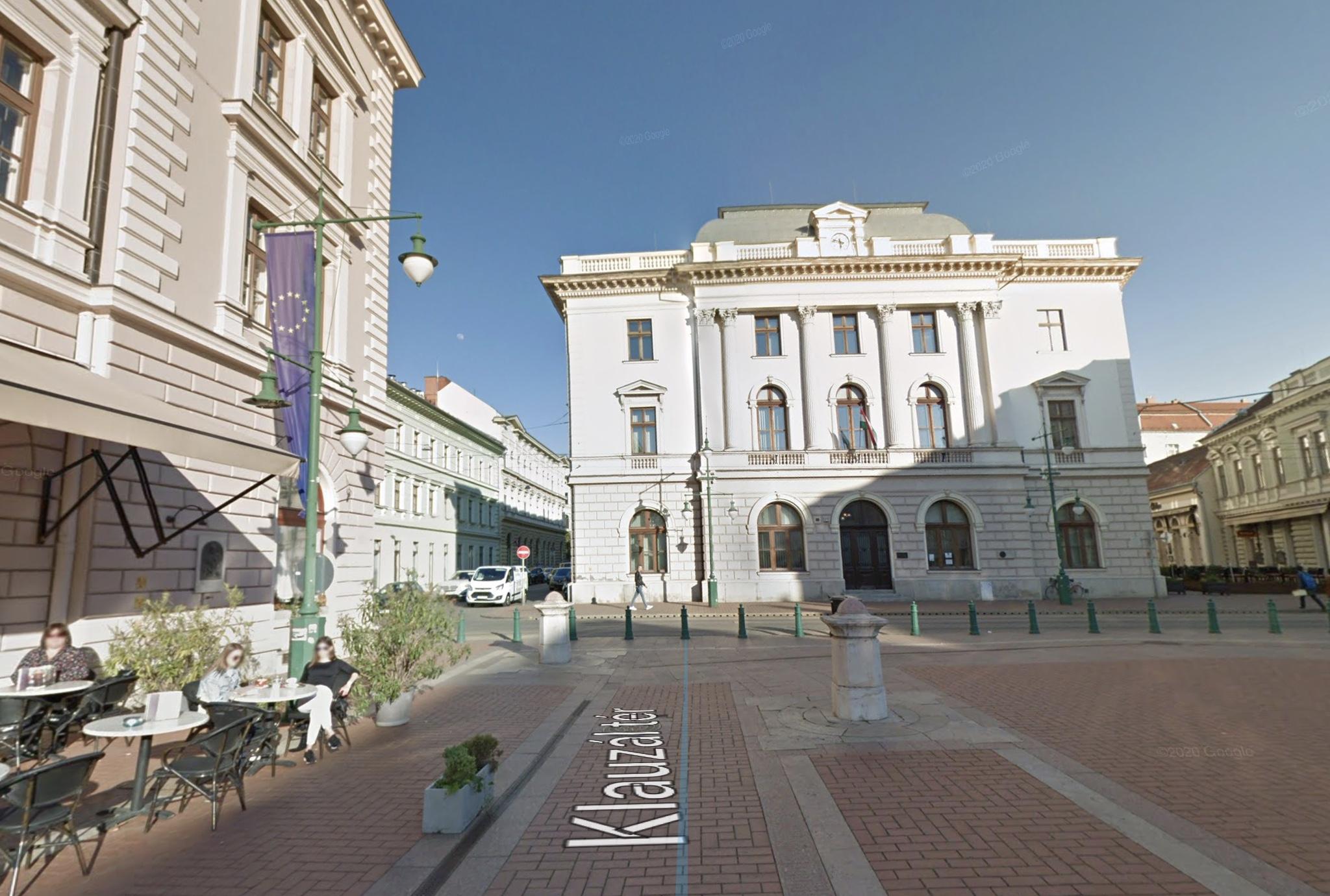 Szeged Belváros Szívében, 500m2,utcai,kirakatos,sarki üzlet Kiadó