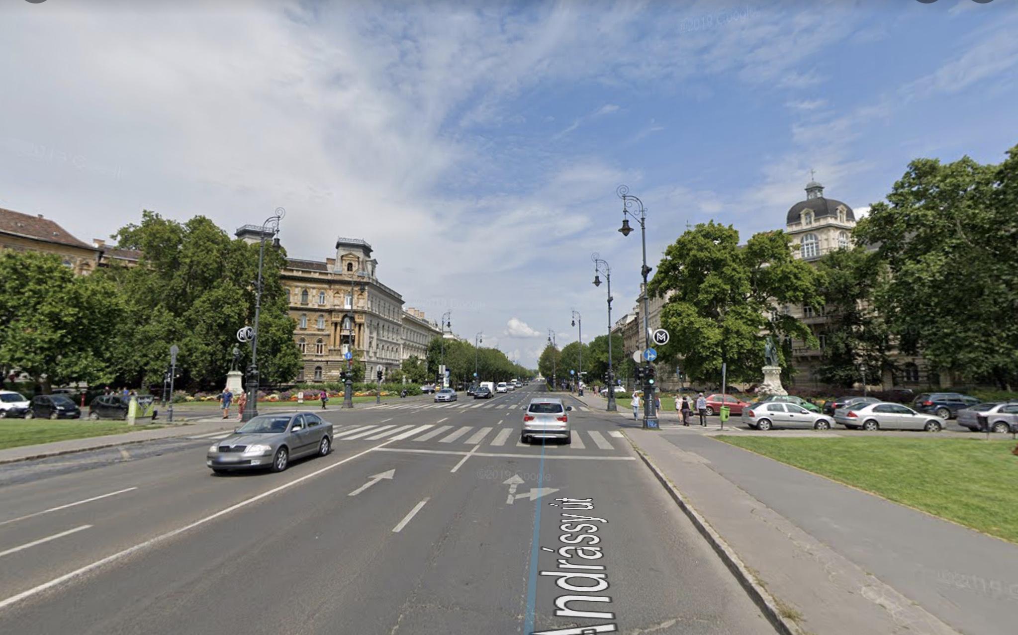 VI.ker. Belváros,Andrássy út,,3.000 M2, Önállò Épûlet ,800m2, Telken Kiadò